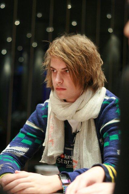 Viktor Blom spelen poker