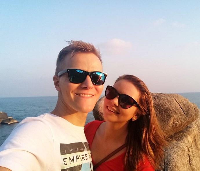 Ferradura с девушкой на пляже