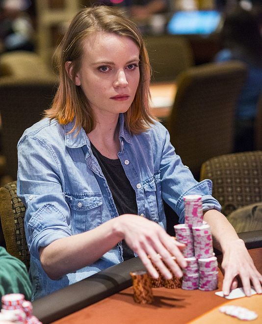 Poker pro Cate Hall