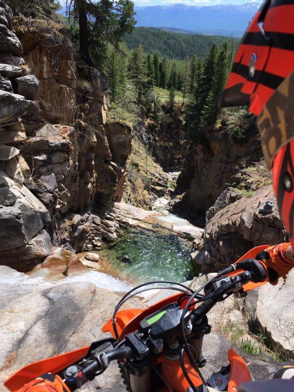 FlyInTheSky в горах на мотоцикле