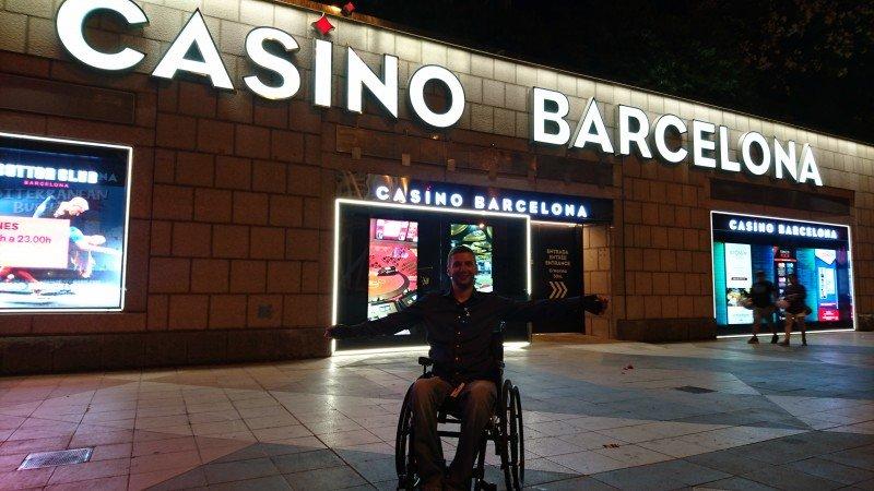 alexello у входа в Casino Barcelona