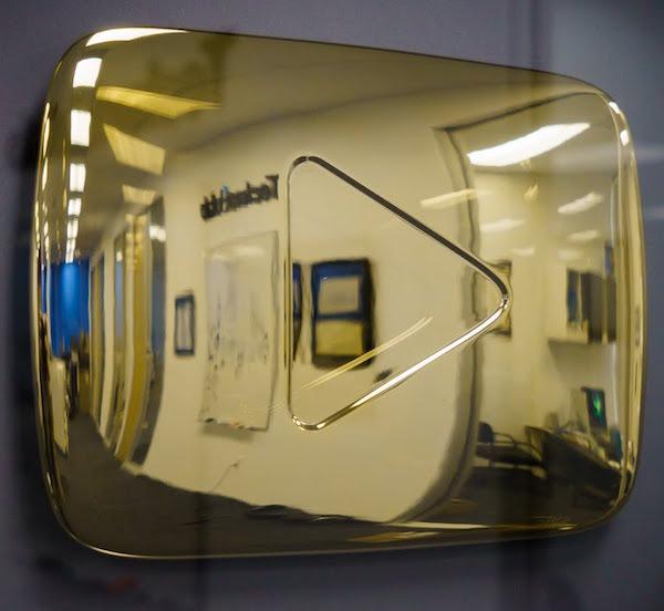 YouTube золотая кнопка покер