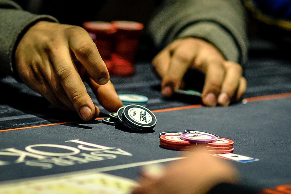 Покер теллсы онлайн казино платье красное