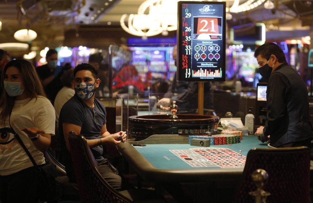 topeng poker
